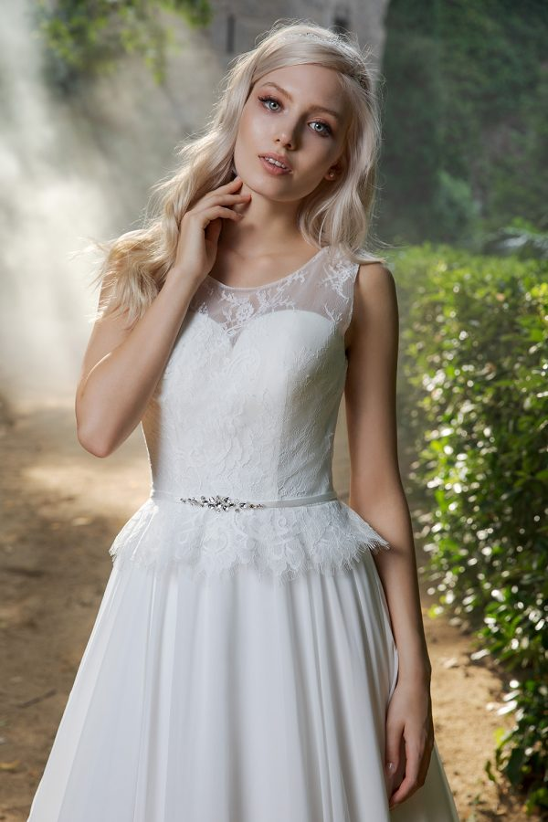 Brautkleid Ivory Ella B1979 2 Guenstiges Hochzeitskleid 2019 Bei Avorio Vestito Eiche Berlin