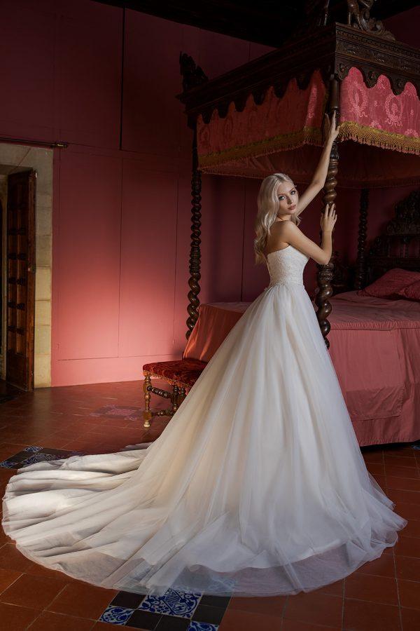 Brautkleid Ivory Holly B1956 4 Guenstiges Hochzeitskleid 2019 Bei Avorio Vestito Eiche Berlin