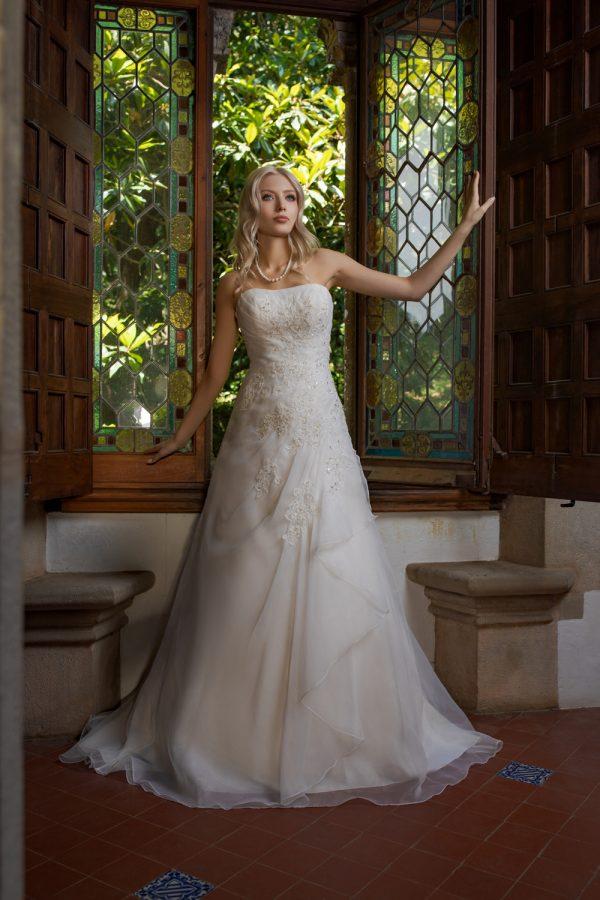 Brautkleid Ivory Laura B1984 1 Guenstiges Hochzeitskleid 2019 Bei Avorio Vestito Eiche Berlin