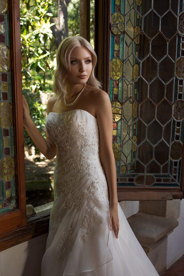 Brautkleid Ivory Laura B1984 2 Guenstiges Hochzeitskleid 2019 Bei Avorio Vestito Eiche Berlin