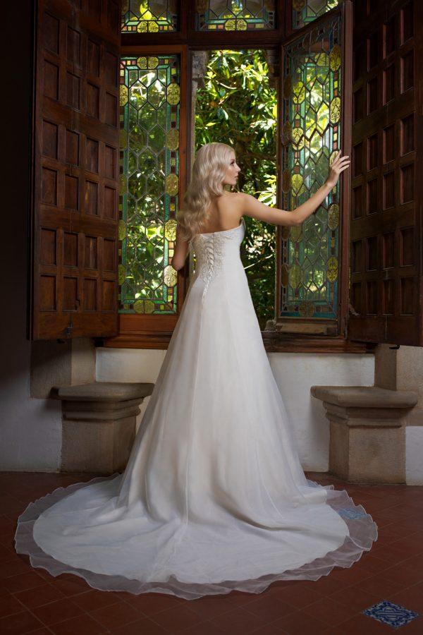 Brautkleid Ivory Laura B1984 3 Guenstiges Hochzeitskleid 2019 Bei Avorio Vestito Eiche Berlin
