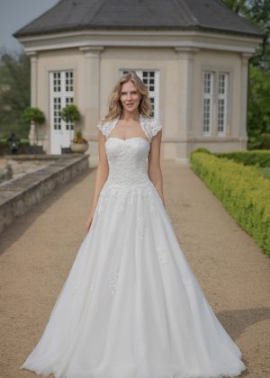 Amera Vera Kollektion 2020 Ivory Brautkleid Abelone B2032 2 Bei Avorio Vestito BrideStore And More Brautmode In Berlin Eiche