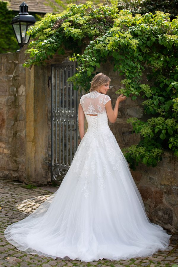 Amera Vera Kollektion 2020 Ivory Brautkleid Adaline B2027 2 Bei Avorio Vestito BrideStore And More Brautmode In Berlin Eiche