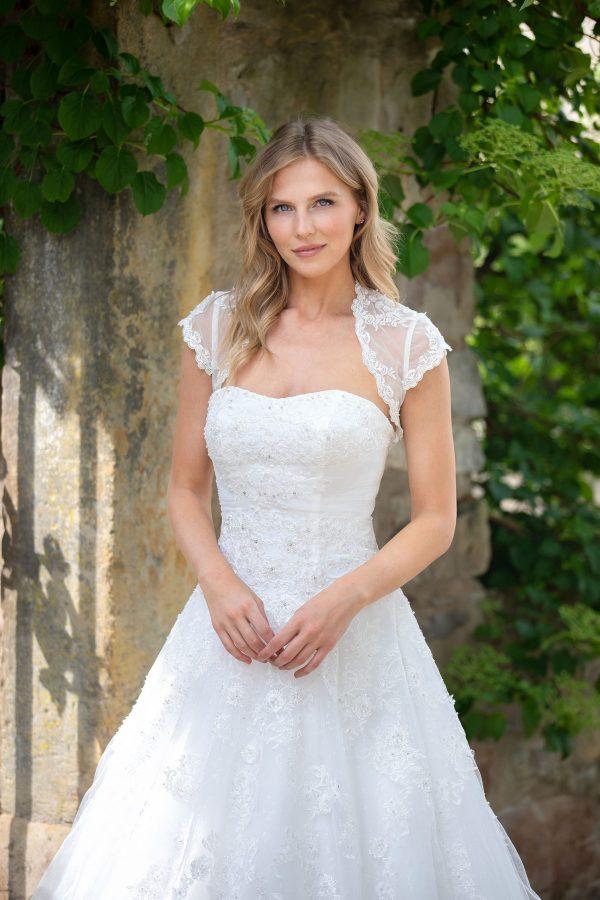 Amera Vera Kollektion 2020 Ivory Brautkleid Adaline B2027 3 Bei Avorio Vestito BrideStore And More Brautmode In Berlin Eiche