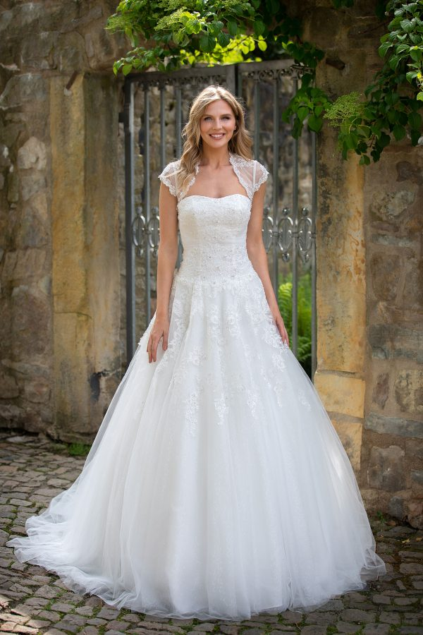 Amera Vera Kollektion 2020 Ivory Brautkleid Adaline B2027 4 Bei Avorio Vestito BrideStore And More Brautmode In Berlin Eiche