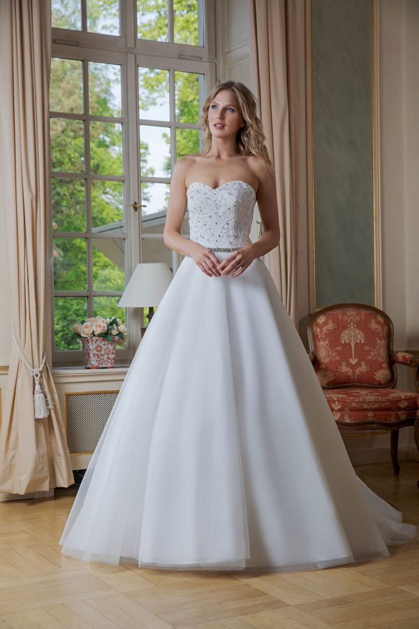 Amera Vera Kollektion 2020 Ivory Brautkleid Adelisa B2024 4 Bei Avorio Vestito BrideStore And More Brautmode In Berlin Eiche