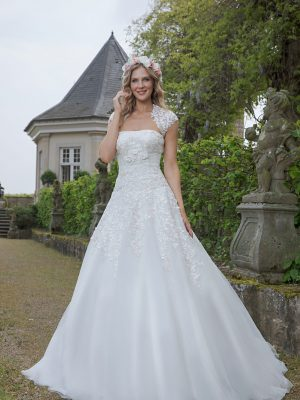 Amera Vera Kollektion 2020 Ivory Brautkleid Alamanda B2028 2 Bei Avorio Vestito BrideStore And More Brautmode In Berlin Eiche
