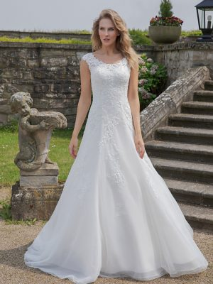 Amera Vera Kollektion 2020 Ivory Brautkleid Alamea B2026 3 Bei Avorio Vestito BrideStore And More Brautmode In Berlin Eiche