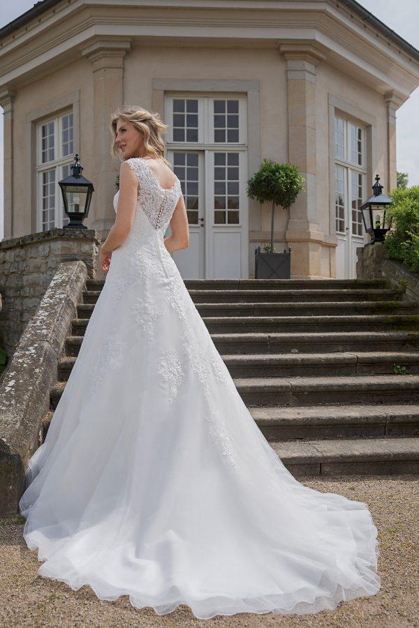 Amera Vera Kollektion 2020 Ivory Brautkleid Alamea B2026 5 Bei Avorio Vestito BrideStore And More Brautmode In Berlin Eiche