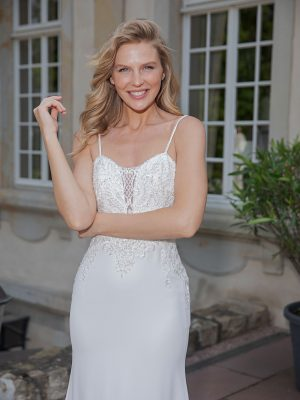 Amera Vera Kollektion 2020 Ivory Brautkleid Alena B2042 3 Bei Avorio Vestito BrideStore And More Brautmode In Berlin Eiche