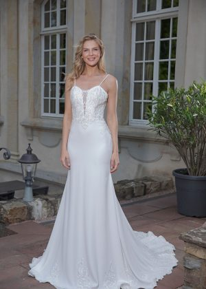 Amera Vera Kollektion 2020 Ivory Brautkleid Alena B2042 5 Bei Avorio Vestito BrideStore And More Brautmode In Berlin Eiche