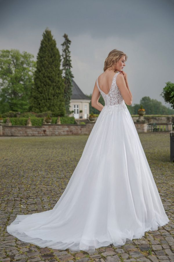 Amera Vera Kollektion 2020 Ivory Brautkleid Alexia B2002 4 Bei Avorio Vestito BrideStore And More Brautmode In Berlin Eiche