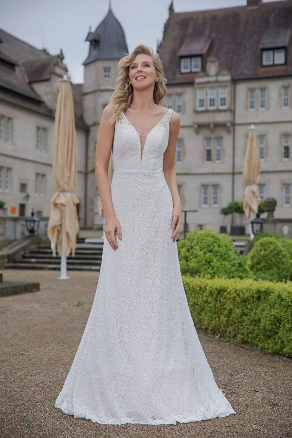 Amera Vera Kollektion 2020 Ivory Brautkleid Almedina B2045 2 Bei Avorio Vestito BrideStore And More Brautmode In Berlin Eiche