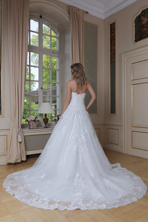 Amera Vera Kollektion 2020 Ivory Brautkleid Amadea B2014 1 Bei Avorio Vestito BrideStore And More Brautmode In Berlin Eiche