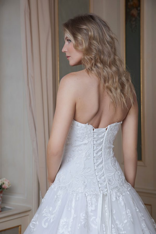 Amera Vera Kollektion 2020 Ivory Brautkleid Amadea B2014 4 Bei Avorio Vestito BrideStore And More Brautmode In Berlin Eiche