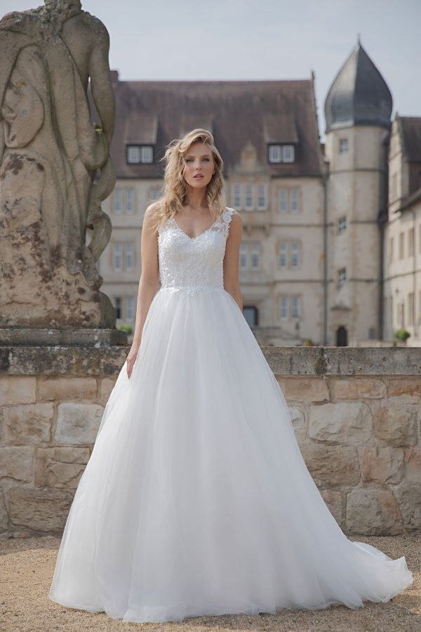 Amera Vera Kollektion 2020 Ivory Brautkleid Anica B2022 2 Bei Avorio Vestito BrideStore And More Brautmode In Berlin Eiche