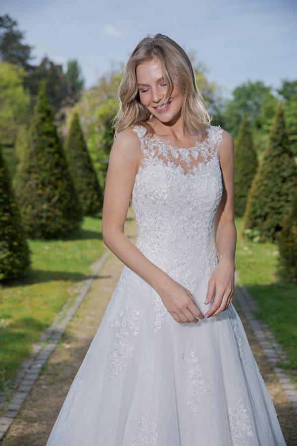 Amera Vera Kollektion 2020 Ivory Brautkleid Arietta B2035 3 Bei Avorio Vestito BrideStore And More Brautmode In Berlin Eiche