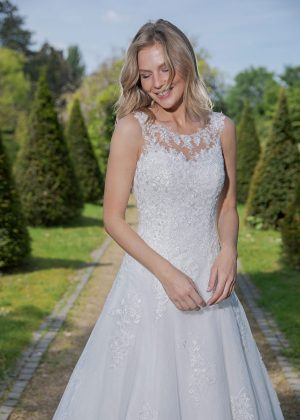 Amera Vera Kollektion 2020 Ivory Brautkleid Arietta B2035 3 Bei Avorio Vestito BrideStore And More Brautmode In Berlin Eiche