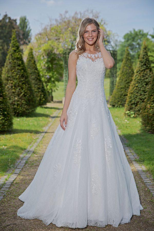 Amera Vera Kollektion 2020 Ivory Brautkleid Arietta B2035 4 Bei Avorio Vestito BrideStore And More Brautmode In Berlin Eiche