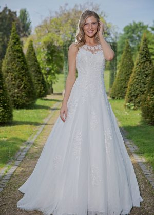 Amera Vera Kollektion 2020 Ivory Brautkleid Arietta B2035 4 Bei Avorio Vestito BrideStore And More Brautmode In Berlin Eiche