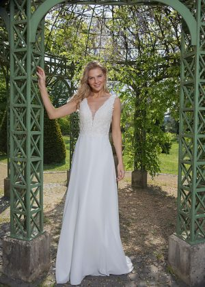 Amera Vera Kollektion 2020 Ivory Brautkleid Avena B2023 4 Bei Avorio Vestito BrideStore And More Brautmode In Berlin Eiche
