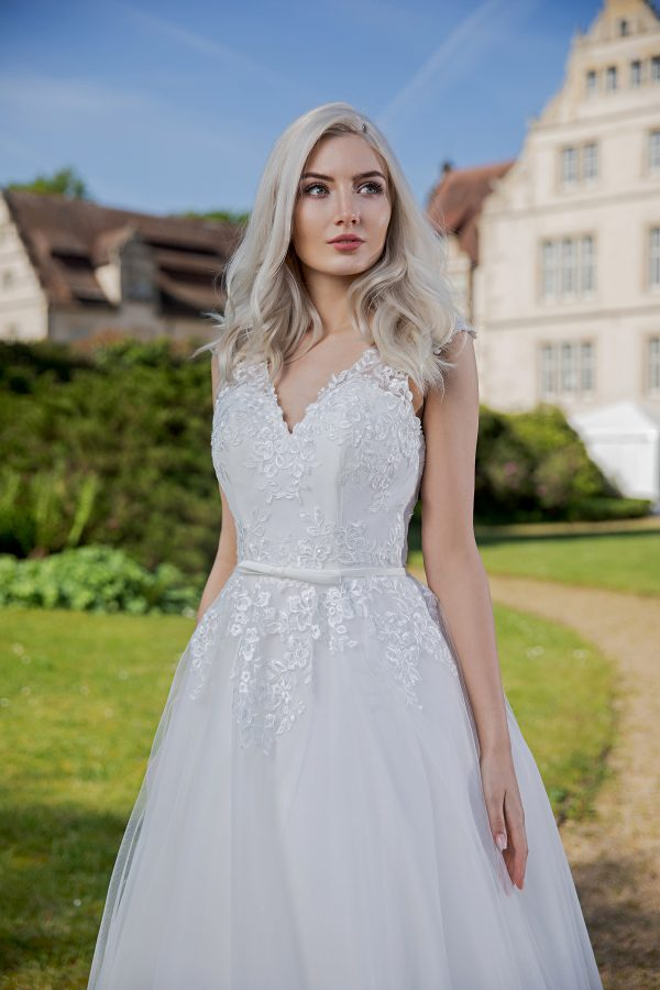 AnnAngelex Kollektion 2020 Ivory Brautkleid Badria B2060 4 Avorio Vestito BrideStore And More Brautmode In Berlin Eiche