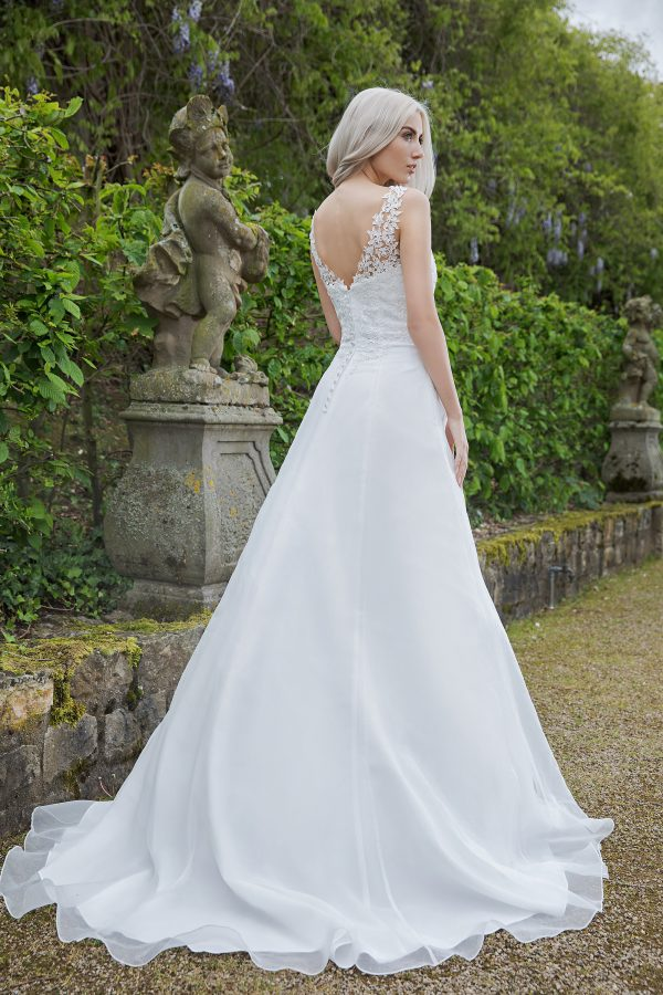 AnnAngelex Kollektion 2020 Ivory Brautkleid Bromia B2081 1 Avorio Vestito BrideStore And More Brautmode In Berlin Eiche