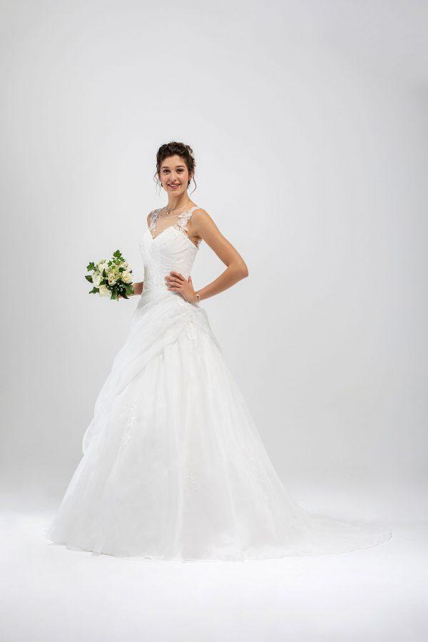 Brautmode In Berlin Eglantine 2020 Ivory Brautkleid EG C20 SAFARI 2535 Bei Avorio Vestito BrideStore And More Hochzeitsmode In Berlin Eiche