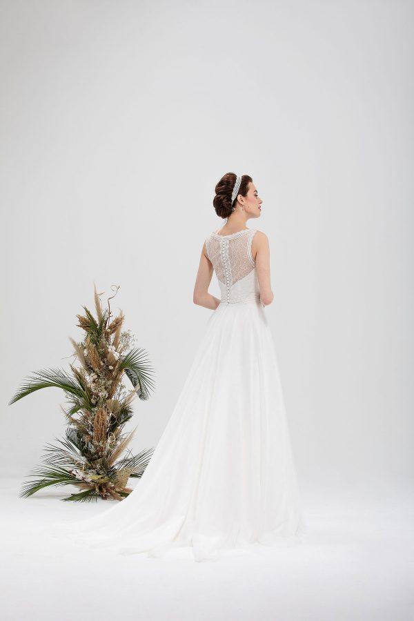 Brautmode In Berlin Eglantine 2020 Ivory Brautkleid EG C20 SAINTE 5240 Bei Avorio Vestito BrideStore And More Hochzeitsmode In Berlin Eiche