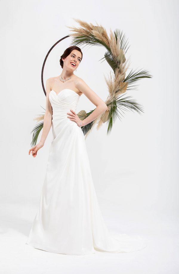 Brautmode In Berlin Eglantine 2020 Ivory Brautkleid EG C20 SAMIRA 5587 Bei Avorio Vestito BrideStore And More Hochzeitsmode In Berlin Eiche