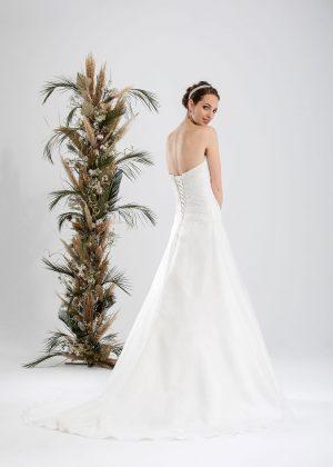 Brautmode In Berlin Eglantine 2020 Ivory Brautkleid EG C20 SATURNE 7155 Bei Avorio Vestito BrideStore And More Hochzeitsmode In Berlin Eiche