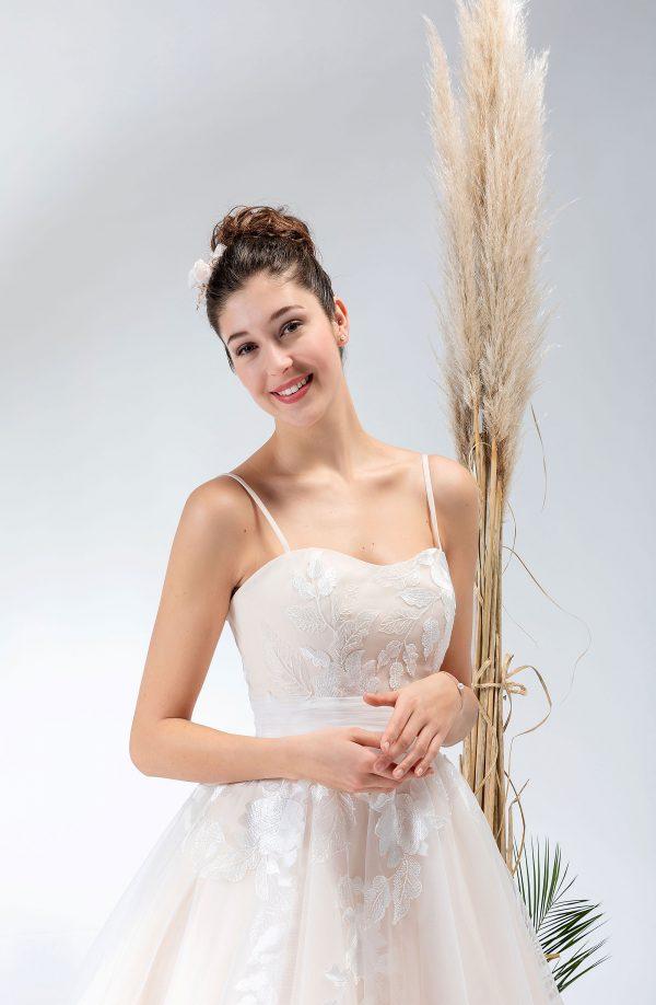 Brautmode In Berlin Eglantine 2020 Ivory Brautkleid EG C20 SENSIBLE 0777 Bei Avorio Vestito BrideStore And More Hochzeitsmode In Berlin Eiche