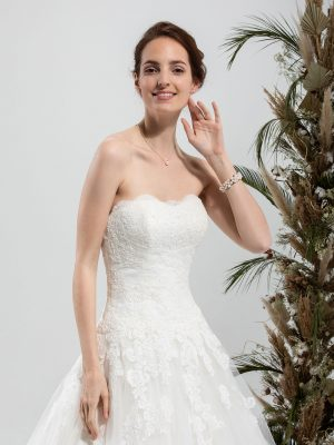 Brautmode In Berlin Eglantine 2020 Ivory Brautkleid EG C20 SERENA 6109 Bei Avorio Vestito BrideStore And More Hochzeitsmode In Berlin Eiche