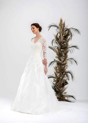 Brautmode In Berlin Eglantine 2020 Ivory Brautkleid EG C20 SERVANE 5995 Bei Avorio Vestito BrideStore And More Hochzeitsmode In Berlin Eiche