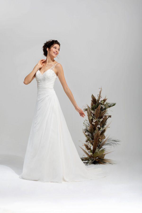 Brautmode In Berlin Eglantine 2020 Ivory Brautkleid EG C20 SHEILA 2064 Bei Avorio Vestito BrideStore And More Hochzeitsmode In Berlin Eiche