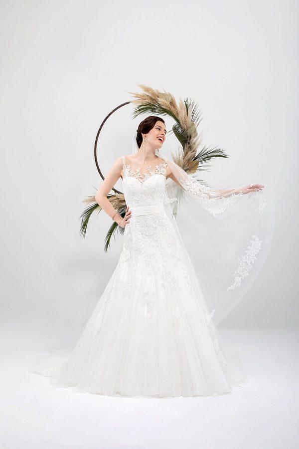 Brautmode In Berlin Eglantine 2020 Ivory Brautkleid EG C20 SICILE 5766 Bei Avorio Vestito BrideStore And More Hochzeitsmode In Berlin Eiche