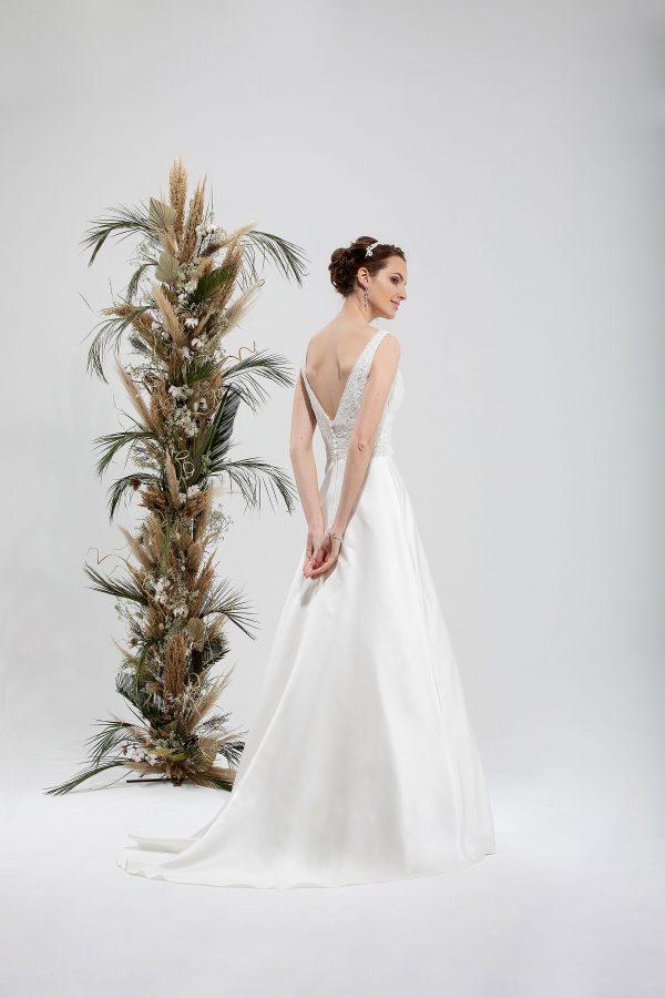Brautmode In Berlin Eglantine 2020 Ivory Brautkleid EG C20 SIXTINE 7380 Bei Avorio Vestito BrideStore And More Hochzeitsmode In Berlin Eiche