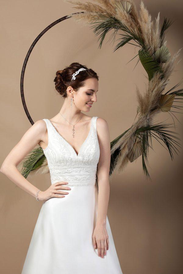Brautmode In Berlin Eglantine 2020 Ivory Brautkleid EG C20 SIXTINE 7444 Bei Avorio Vestito BrideStore And More Hochzeitsmode In Berlin Eiche