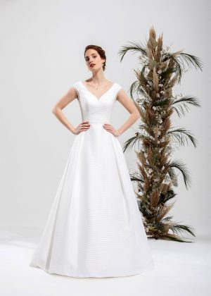 Brautmode In Berlin Eglantine 2020 Ivory Brautkleid EG C20 STEPHANIE 6153 Bei Avorio Vestito BrideStore And More Hochzeitsmode In Berlin Eiche