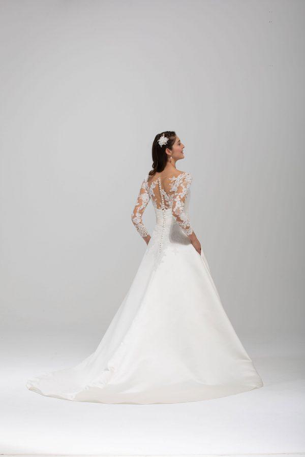 Brautmode In Berlin Eglantine 2020 Ivory Brautkleid EG C20 SUEDE 1889 Bei Avorio Vestito BrideStore And More Hochzeitsmode In Berlin Eiche