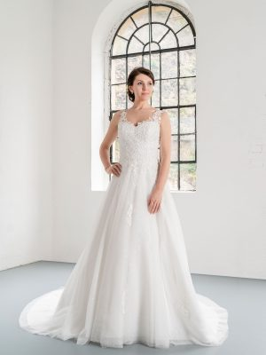 Hochzeitsmode In Berlin Fuchs 2020 Ivory Brautkleid D 03318 1 Bei Avorio Vestito BrideStore And More Hochzeitsmode In Berlin Eiche