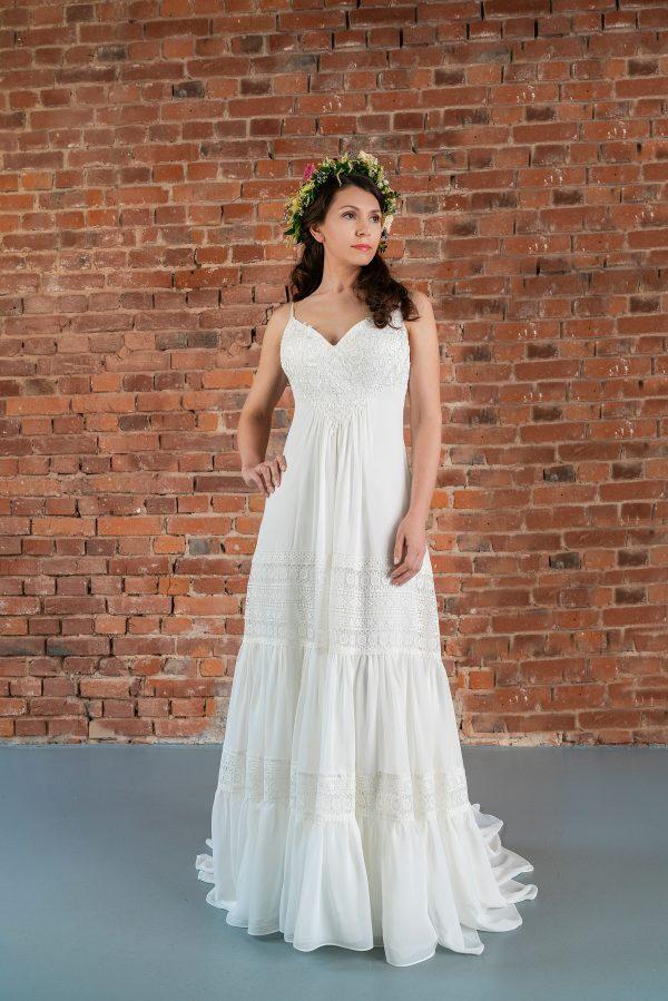 Hochzeitsmode In Berlin Fuchs 2020 Ivory Brautkleid D 03320 1 Bei Avorio Vestito BrideStore And More Hochzeitsmode In Berlin Eiche