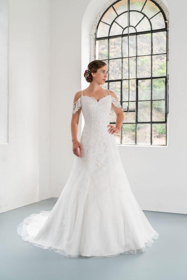 Hochzeitsmode In Berlin Fuchs 2020 Ivory Brautkleid D 03323 1 Bei Avorio Vestito BrideStore And More Hochzeitsmode In Berlin Eiche