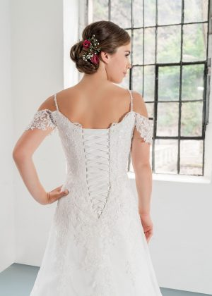 Hochzeitsmode In Berlin Fuchs 2020 Ivory Brautkleid D 03323 2 Bei Avorio Vestito BrideStore And More Hochzeitsmode In Berlin Eiche