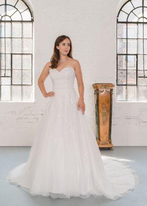 Hochzeitsmode In Berlin Fuchs 2020 Ivory Brautkleid D 03325 1 Bei Avorio Vestito BrideStore And More Hochzeitsmode In Berlin Eiche