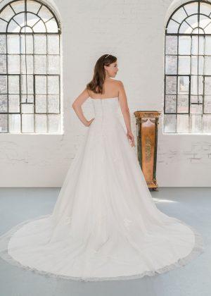 Hochzeitsmode In Berlin Fuchs 2020 Ivory Brautkleid D 03325 2 Bei Avorio Vestito BrideStore And More Hochzeitsmode In Berlin Eiche