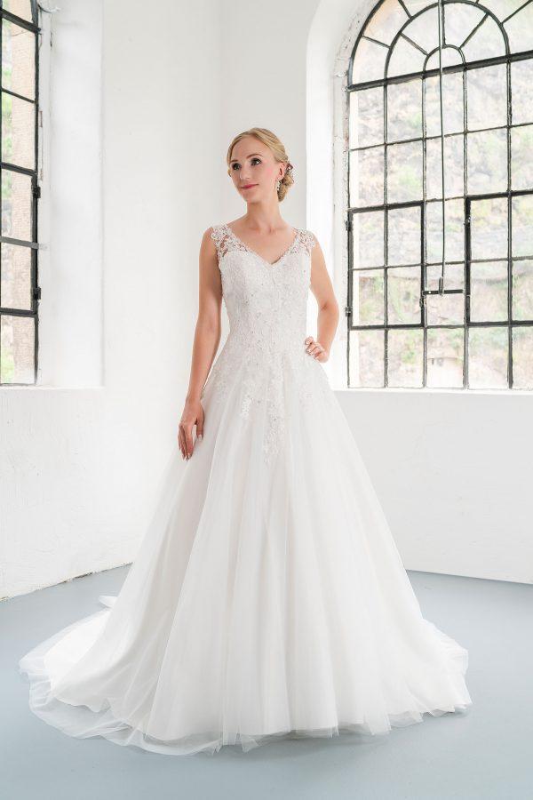 Hochzeitsmode In Berlin Fuchs 2020 Ivory Brautkleid D 03330 1 Bei Avorio Vestito BrideStore And More Hochzeitsmode In Berlin Eiche