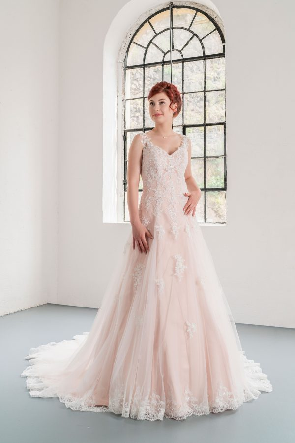 Hochzeitsmode in Berlin Fuchs 2020 ivory Brautkleid D 03333 1 bei Avorio Vestito BrideStore and more Hochzeitsmode in Berlin Eiche