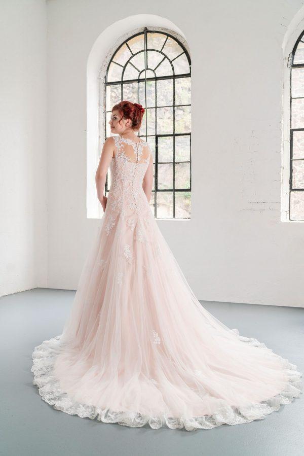 Hochzeitsmode in Berlin Fuchs 2020 ivory Brautkleid D 03333 2 bei Avorio Vestito BrideStore and more Hochzeitsmode in Berlin Eiche