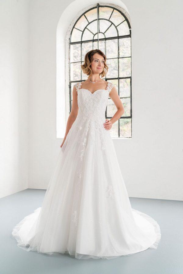 Hochzeitsmode in Berlin Fuchs 2020 ivory Brautkleid D 03335 1 bei Avorio Vestito BrideStore and more Hochzeitsmode in Berlin Eiche